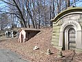 Green-wood cem pond crypts.JPG