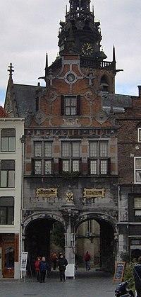 Grote Markt en Kerkboog Nijmegen (cropped).JPG