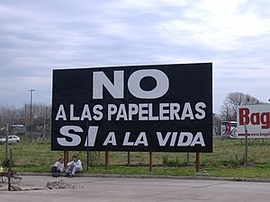 Gualeguaychú, Entre Ríos - Poster condemning the cellulose plants