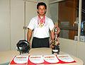 Guilllermo Alvarez y sus Trofeos.jpg