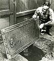 Gullsmed Knud Sørensen Møllers gravplate brukt som kumlokk (1966) (18552322104).jpg