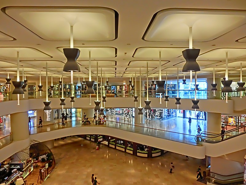 File:HK Admiralty 太古廣場 Pacific Place courtyard interior ceiling lamps Nov-2013.JPG