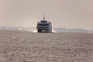 Halunder Jet (ship, 2003) 2011-by-RaBoe-06.jpg