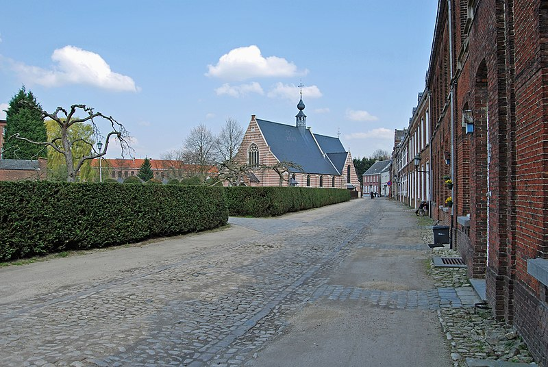 File:Herentals Sint-Katharina en het Begijnhof.jpg