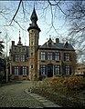 """Het Kasteel """"Ten Dorpe"""" (XVI), exterieur, voorgevel - alg.zicht - 356652 - onroerenderfgoed.jpg"""