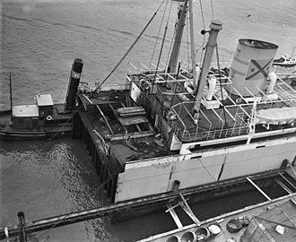 MV Nyon - Image: Het Zwitserse Ms Nyon is bij Bolnes binnengesleept, Bestanddeelnr 910 1385