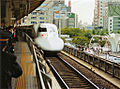 Hikari shinkansen arriving at Nagoya JR station.jpg