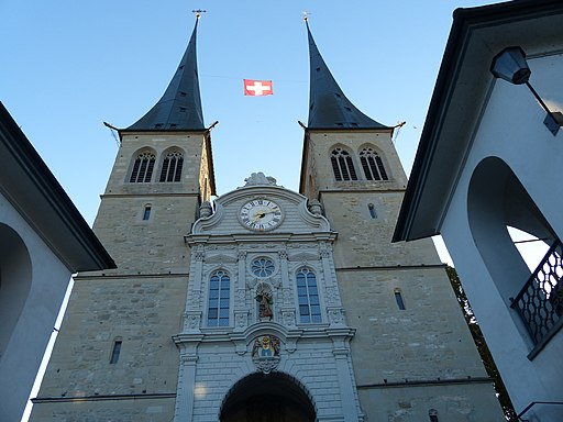 Hofkirche in Luzern, Schweiz = Lucerne Church of St. Leodegar, Switzerland