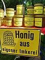 Honigdirektverkauf und Werbeschild.jpg