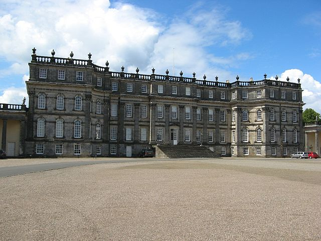 Фасад Hopetoun House