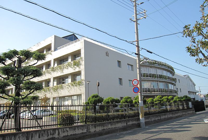 ファイル:Hyogo Prefectural Amagasaki Nishi High School.JPG