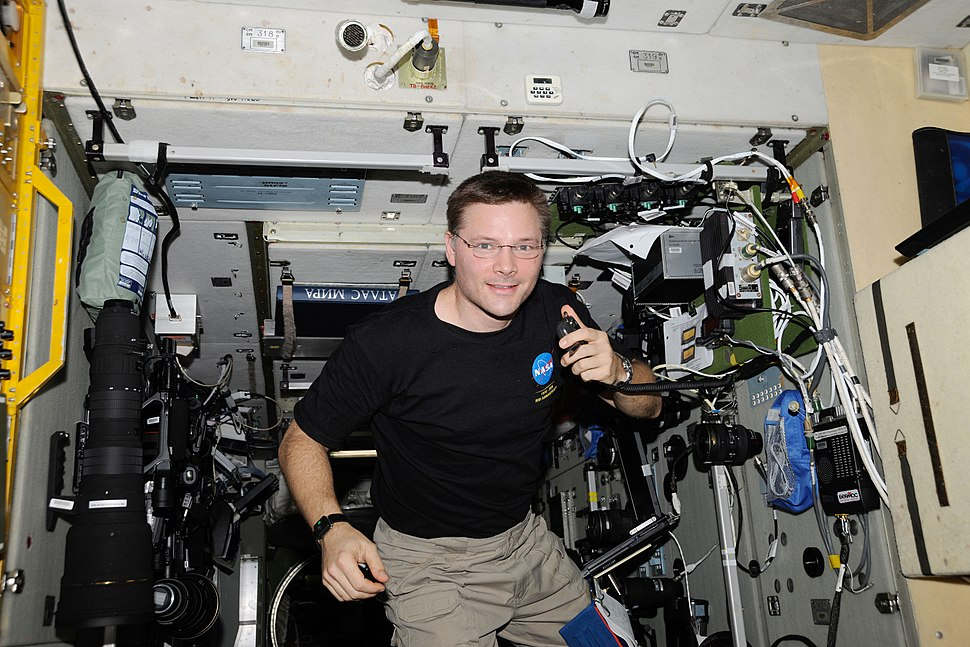 ISS-24 Doug Wheelock uses ham radio system 1