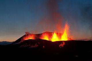 Der Vulkan am 26.03.2009 - von Olikristinn - CC-BY-3.0 - durch Wikimedia Commons