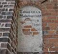 Inschrift St.-Georg-Kapelle (Neuruppin).jpg