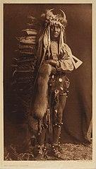 EDWARD SHERIFF CURTIS LE PHOTOGRAPHE DES AMÉRINDIENS 136px-Iron_Breast_-_Piegan%2C_1900