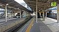JR Sobu-Main-Line Makuhari Station Platform.jpg