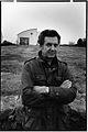 Jacques Godin, devant son atelier de Lesconil.jpg