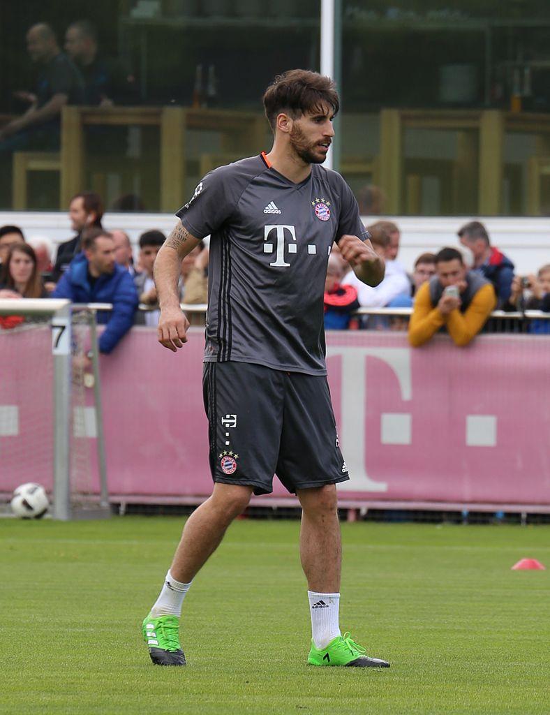 File Javi Martinez Training 2017 05 FC Bayern Muenchen 2