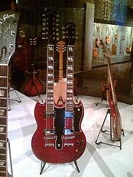 La chitarra Gibson EDS-1275, divenuta celebre dopo che Page la usò per suonare il celebre brano Stairway to Heaven.