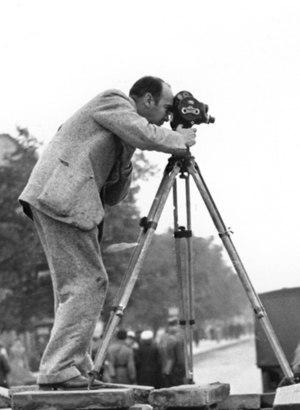 Julien Bryan - Julien Bryan in 1939 in Warsaw filming Siege