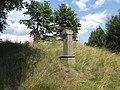 Kříž severně od Vrčně u rozcestí (Q66052120).jpg
