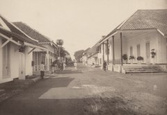 KITLV 103221 - Kassian Céphas - Lodjiketjil between Fort Vredeburg and Tjodé at Yogyakarta - Around 1870.tif