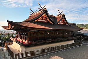 Kibitsu-zukuri - Kibitsu Shrine's honden-haiden complex. The main entrance (hidden) is on the right