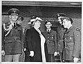 Koningin Wilhelmina tijdens een bezoek aan een luchtmachtbasis in Canada, Bestanddeelnr 934-8456.jpg