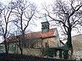Kostel svatého Klimenta v Holešovicích, pohled ze Skalecké ulice.jpg
