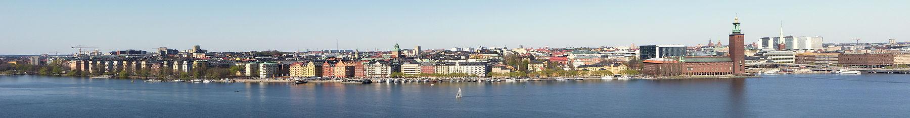 Panorama over det sydlige Kungsholmen og en del af Nedre Norrmalm, vy fra Skinnarviksberget i april 2011.
