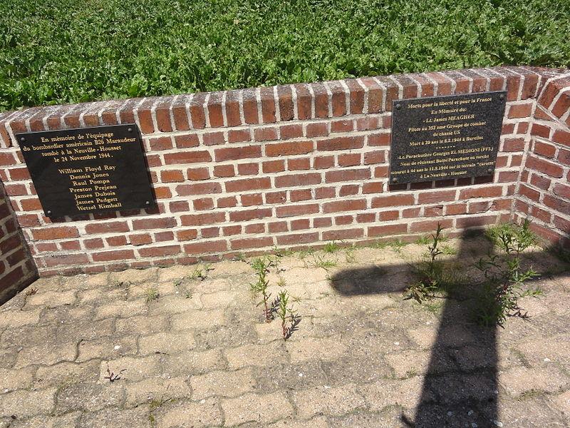 La Neuville-Housset (Aisne) monument aux morts plaques