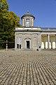 La chapelle et la cour d'honneur (22729815017).jpg