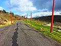 La route vers Pierre sur Haute, l'antenne que l'on voit en fond. La particularité de cette route de montagne est d'être assez droite. - panoramio.jpg