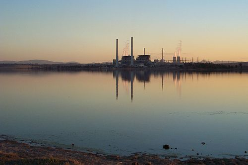 Lake Liddell with power stations.jpg