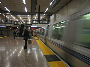 Lake Merritt station - A Richmond-bound BART train arriving at the Lake Merritt Station
