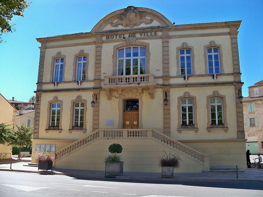 Lambesc - Mairie.JPG