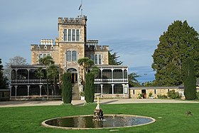 Larnach Castle and fountain.jpg