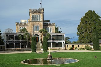 Larnach Castle - Image: Larnach Castle and fountain