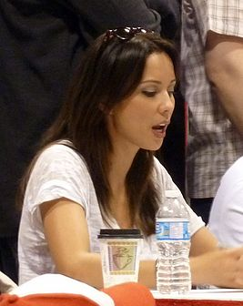 Lexa Doig at Fan Expo 2011 in Toronto.jpg
