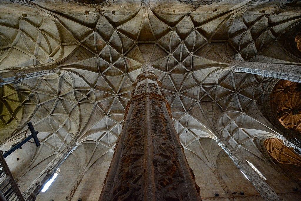 > Colonne dans l'église Sainte-Marie de Belem à Lisbonne - Photo d'Alejandro from Mexico City