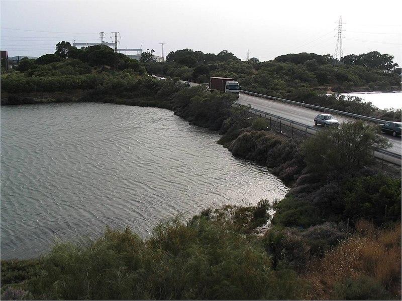 File:Lugar a ejecutar Barrera de sedimentos provisional y permanente en el Caño de La Cortadura. - panoramio (1).jpg