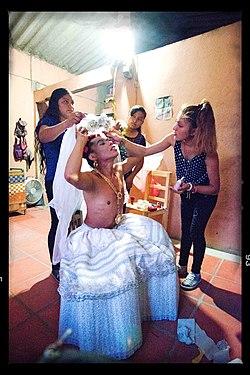 Lukas als männliche Braut.jpg