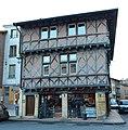 Maison pans bois 19 place St Philibert rue Moulins Charlieu 3.jpg