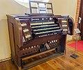 Malchow Orgelmuseum Klosterkirche Spieltisch der Walckerorgel aus Weida.jpg