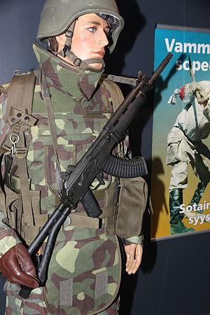 Maneesi univormunäyttely 34 sotilas 1990-luku.JPG