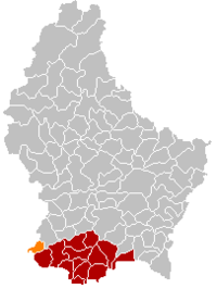 Map of Luxembourg with Pétange highlighted in orange, the district in dark grey, and the canton in dark red