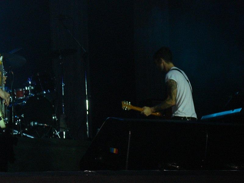 File:Maroon 5 @ HSBC Arena (3012226230).jpg
