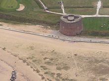 https://upload.wikimedia.org/wikipedia/commons/thumb/f/fd/Martello_tower_500.jpg/220px-Martello_tower_500.jpg