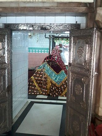Bahraich - This is the grave of Ghazi Saiyyad Salar Masud, the nephew of Mahmood Ghazni who invaded India in 1031 AD and on the evening of 14 June 1033 AD, Sunday Salar Masud was beheaded by King Suhaldev in the Battle of Bahraich.