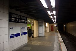 Metro L1 Grande-Arche IMG 5563